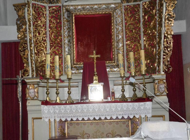 Ołtarz w kaplicy Św.Trójcy w Proszowicach