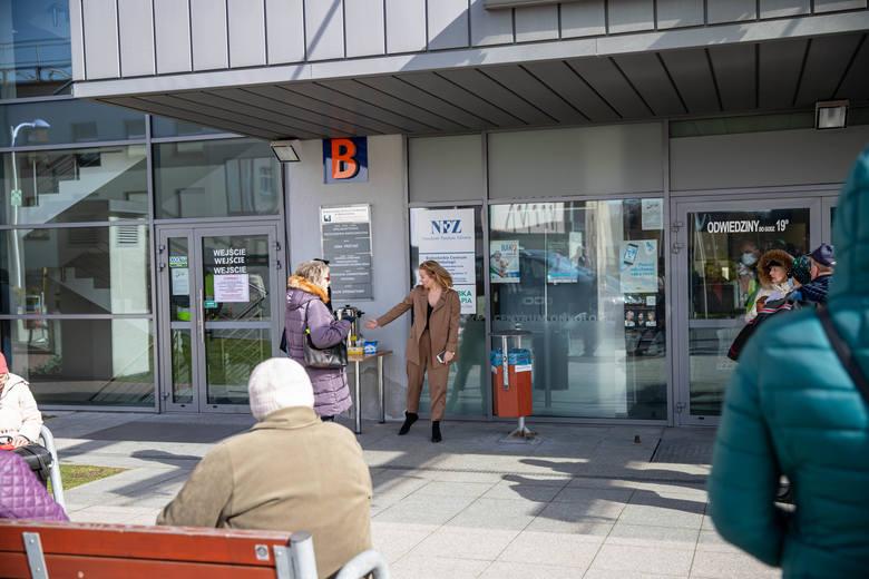 BCO wysyła próbki na bezpłatne badania do Warszawy. Wykrywanie koronawirusa w Białymstoku słono kosztuje (ZDJĘCIA)