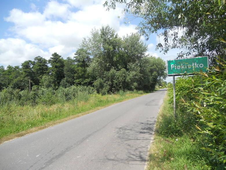 Oprócz Piekła w Małopolsce jest kilka miejsc o pokrewnej nazwie, chodzi o Piekiełko - taka wieś znajduje się w Piekiełko – wieś w powiecie limanowskim,