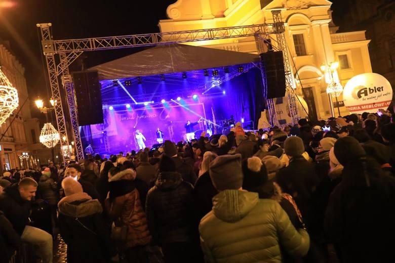 """Sylwester 2018/2019 w Toruniu. Kto zagra w tym roku? """"Nowości"""" jako pierwsze zdradzają szczegóły tegorocznej zabawy organizowanej na"""