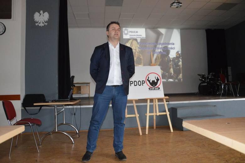 komisarz Jacek Magierski-Kobryń szkolił pedagogów z zakresu walki z dopalaczami
