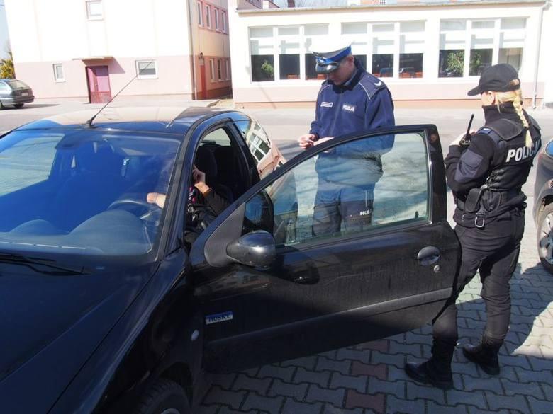 """(jac)W środę, 16 marca rano zielonogórscy policjanci rozpoczęli na drogach powiatu akcję """"Pasy bezpieczeństwa"""", w ramach działań profilaktycznych"""