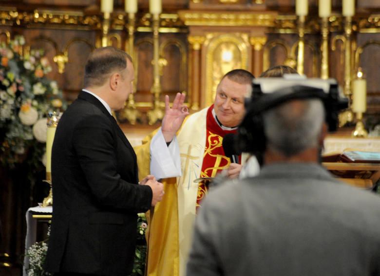 Ślub Jacka Kurskiego i Joanny Klimek odbył się w Krakowie Łagiewnikach.Zobacz kolejne zdjęcia. Przesuwaj zdjęcia w prawo - naciśnij strzałkę lub przycisk