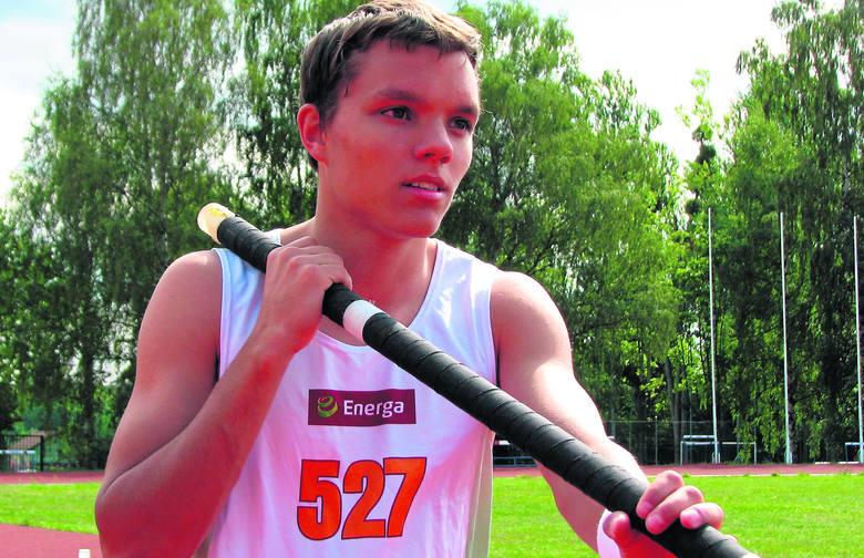 Skok o tyczce trenują w SKLA zawodnicy w wieku 13-18 lat