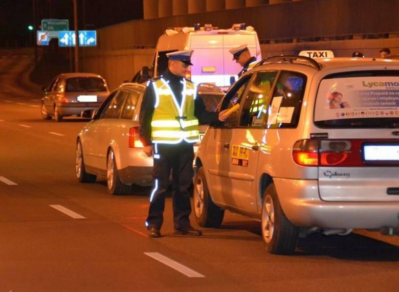 Akcja Dyskoteka: 14 pijanych kierowców. Policja sprawdzała trzeźwość i stan pojazdów (zdjęcia)