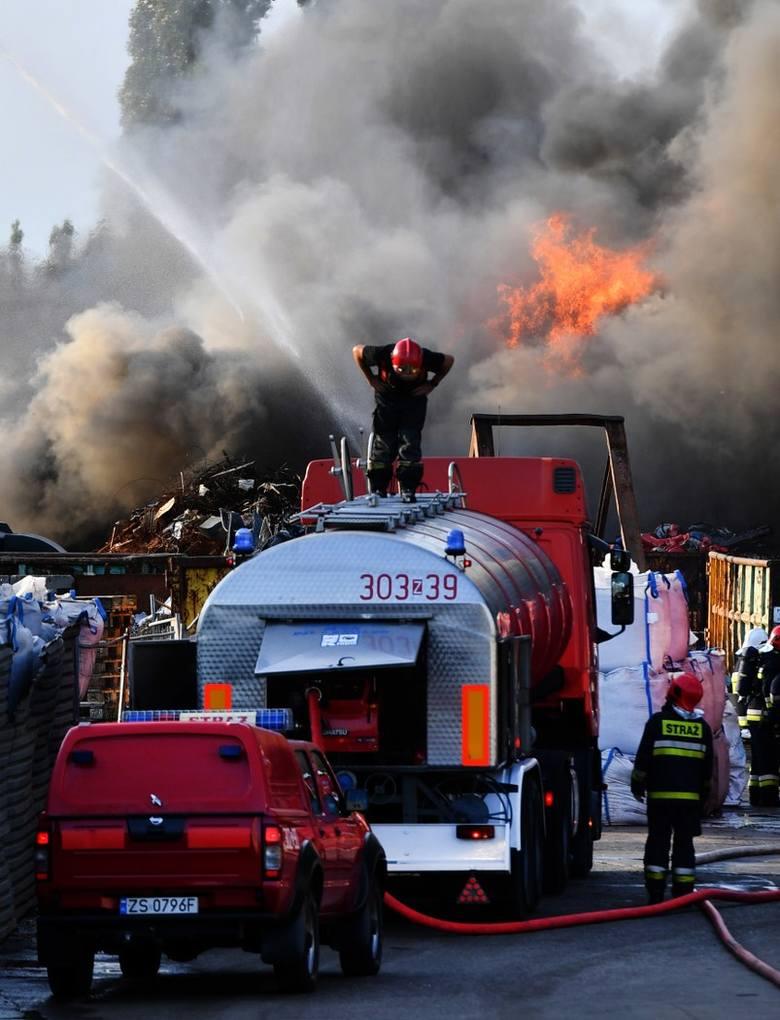 Pożar w Szczecinie przy ul. Pomorskiej. Trwa dogaszanie