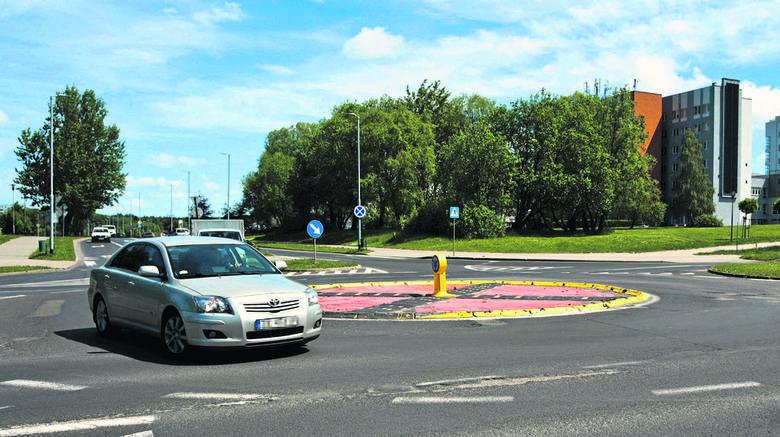 Dziś rondo na skrzyżowaniu ul. Jana Pawła II i ul. Śniadeckich, jest jednym z najbardziej niebezpiecznych skrzyżować w mieście
