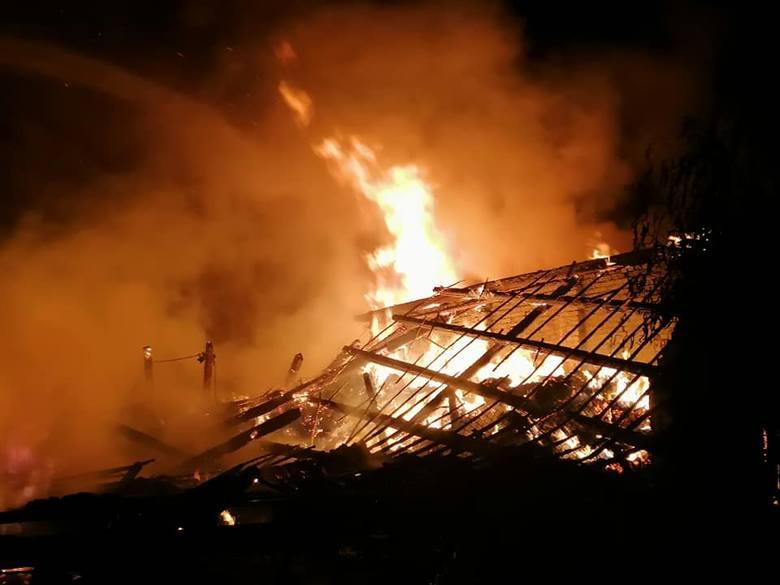Pożar garażu i stodoły wybuchł w niedzielę, 1 września około godziny 22.00 w miejscowości Lubczyno (powiat gorzowski). Na miejscu interweniowały zastępy