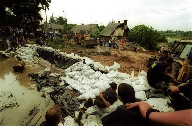 Wielka powódź w Gdańsku 9 lipca 2001 r. Jak doszło do zatopienia części miasta? [archiwalne zdjęcia]