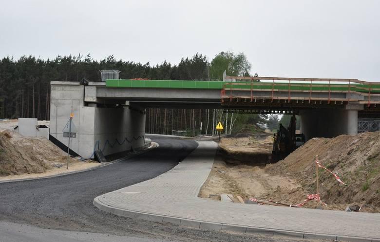 S5: Kłopot z drogą pod wiaduktem w Kiełczewie. Rolnicy mówią, że to jedna wielka fuszerka