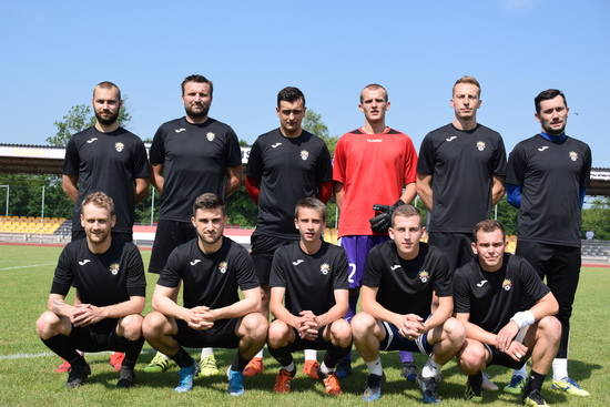 W meczu kontrolnym dwóch czwartoligowych drużyn AKS 1947 Busko-Zdrój wygrał z GKS Nowiny 1:0 (0:0). Zwycięską bramkę zdobył Mateusz Janiec. AKS grał