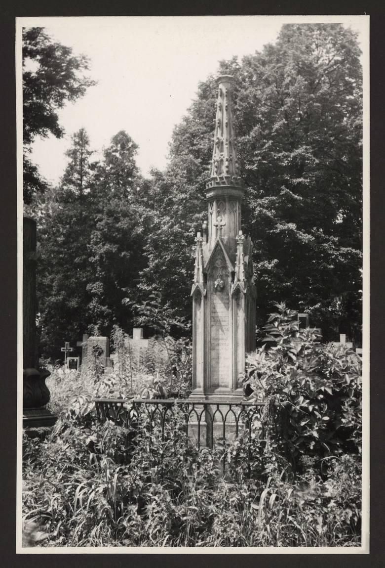 Cmentarz rzymskokatolicki przy ulicy Lipowej w Lublinie. Grób rodziny Żylińskich.
