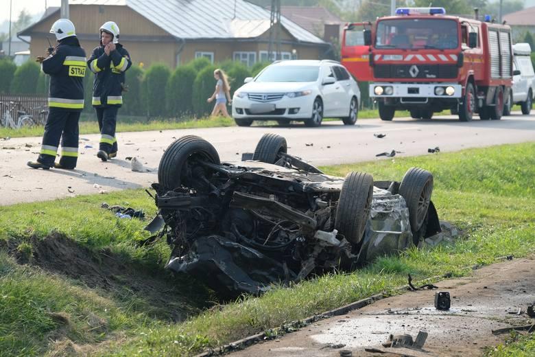 Do wypadku doszło w sobotę na drodze wojewódzkiej nr 884 w Przedmieściu Dubieckim w powiecie przemyskim.- 23-letni kierujący osobową lancią wykonując