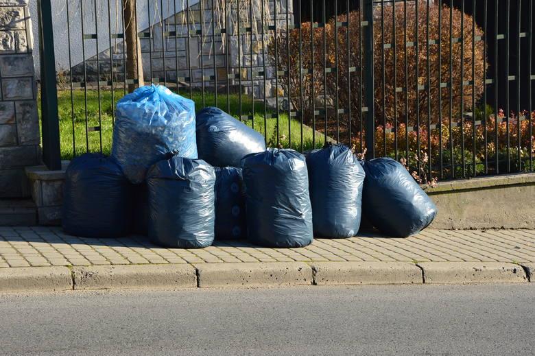 Kłaj jest kolejną gminą powiatu wielickiego, która musiała podnieść ceny za śmieci - do 30 zł od osoby (z 27 zł/os). Podwyżka wejdzie w życie od 1 kwietnia