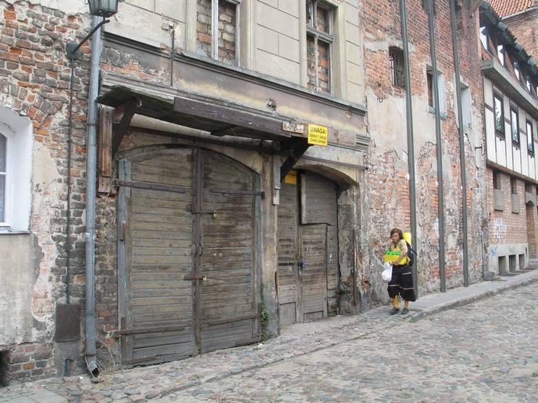 Toruńskie podwórka na fotografii