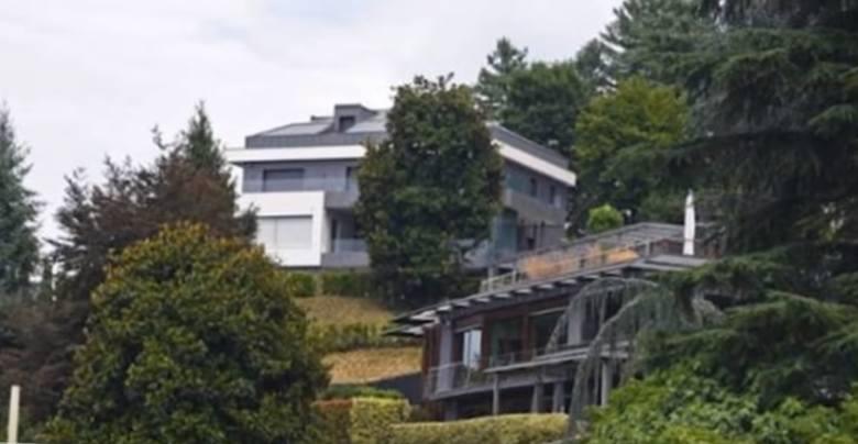 Rezydencję Ronaldo w Turynie położona jest na wzgórzu, co chroni Portugalczyka przed wścibskimi paparazzi. Dom CR7 to tak naprawdę dwie wille z oddzielnymi