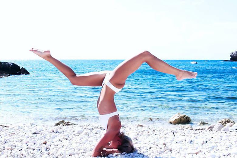 Maria Pettersson, pilot sieci Ryanair podbija Internet swoimi selfie z całego świata. Kobieta ćwiczy na nich jogę, pływa, cieszy się życiem i... zakłada