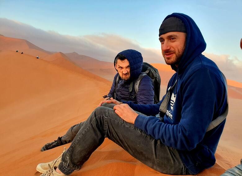 Poranki na pustyni Namib bywają chłodne