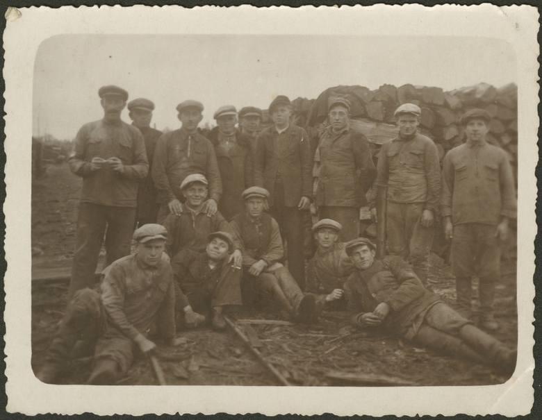 Robotnicy Zarządu Kolei Leśnych w Hajnówce podczas strajku, 1932 r.