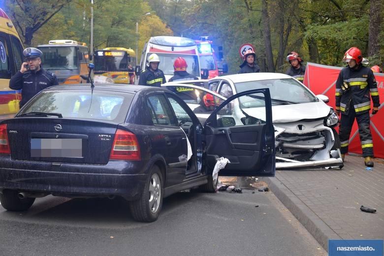 Tragiczny wypadek we Włocławku. Nie żyje kobieta kierująca toyotą [zdjęcia]