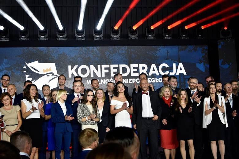 """""""Tak Janusz Korwin-Mikke poniża kobiety"""" - skomentowała Roksana Oraniec po konwencji wyborczej Konfederacji. O co chodziło? [ZDJĘCIA]"""