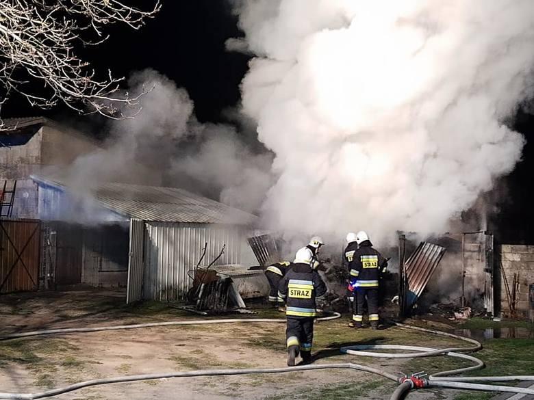 We wtorek w nocy strażacy gasili pożar garażu w Pomorzanach w gminie Wierzbica.
