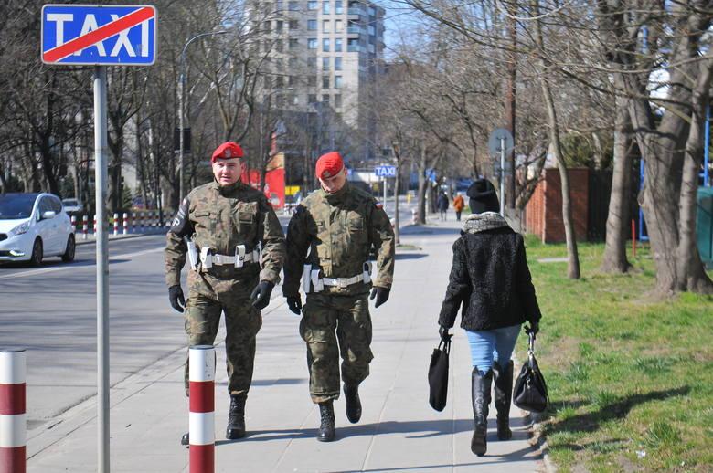 Środa 25 marca - pierwszy dzień w Krakowie obowiązywania nowych obostrzeń w związku z koronawirusem