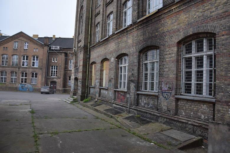 Budynek przy ul. Szkolnej od ponad dziesięciu lat stał opuszczony.