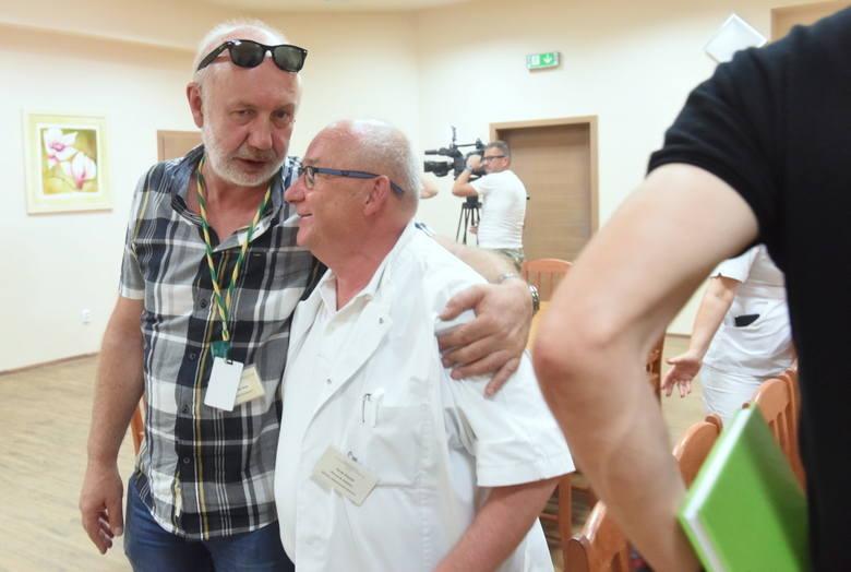 Konferencja w zielonogórskiej lecznicy w sprawie ogniska bakterii. Na zdjęciu Antoni Ciach i Jacek Smykał, kierownik oddziału chorób zakaźnych w Szpitalu