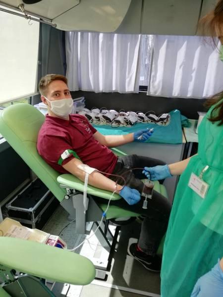 W Rzgowie nie bali się koronawirusa, oddali 15 litrów krwi