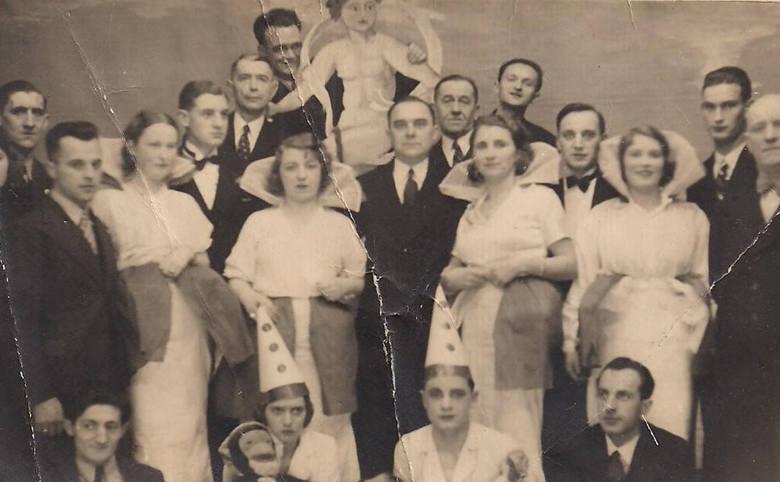 Bal sylwestrowy na powitanie 1937 roku w słynnej Wiktorii przy ul. Grudziądzkiej, ulubionym miejscu spotkań i zabaw torunian