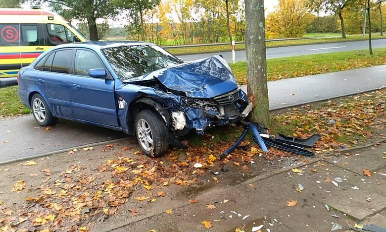 Do poważnie wyglądającego wypadku doszło w czwartek, 10 października, na ulicy Gdańskiej w Słupsku. Po zderzeniu jeden samochód dachował, drugi uderzył