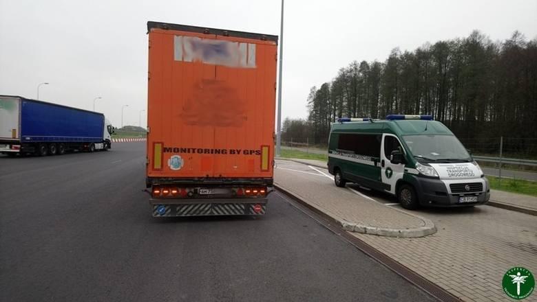 Brak klocków hamulcowych w ciężarówce i kolejnych pięć przypadków manipulacji w tachografach. To między innymi ujawnili funkcjonariusze Inspekcji Transportu
