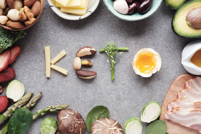 To rodzaj restrykcyjnej diety wysokotłuszczowej, w której aż 70-90 procent energii zapewniają tłuszcze. Wiąże się to z ograniczeniem ilości spożywanych