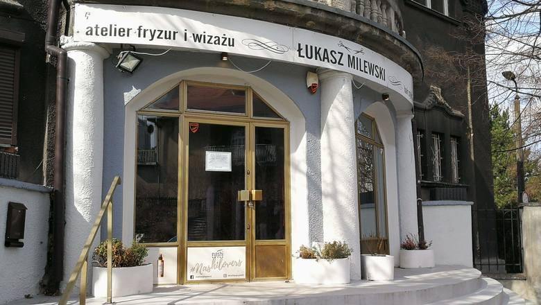 Święta to zawsze okresy najbardziej intensywne w naszej branży - mówi Łukasz Milewski, właściciel Atelier Fryzur i Wizażu w Katowicach. W piątek zamierza