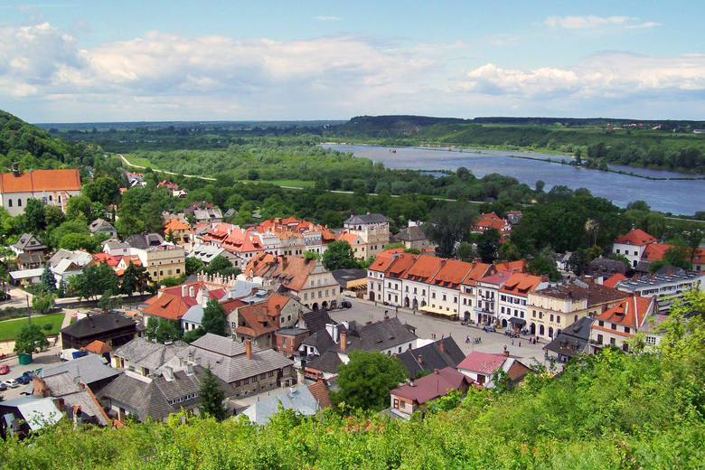 4. Kazimierz DolnyNiezwykle urokliwe miasto, którego historia sięga XI w. W Kazimierzu Dolnym nie brakuje licznych atrakcji turystycznych, takich jak
