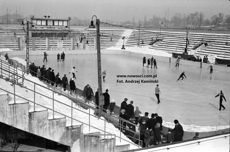 Na początku lat 60. przy ul. Bema powstało lodowisko. Latem na Tor-Torze odbywały się koncerty<br />
