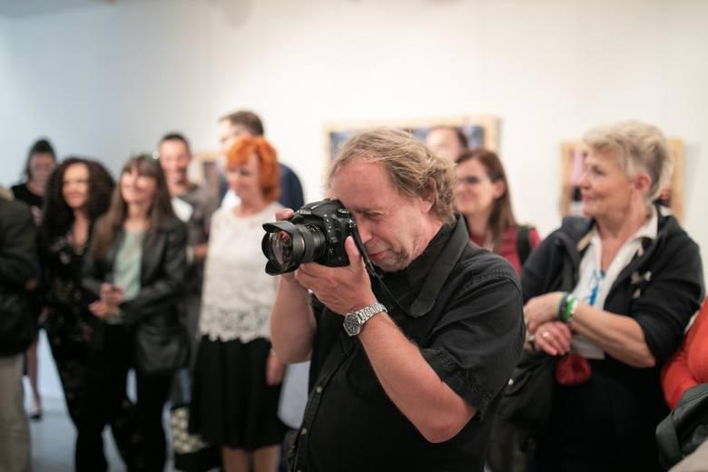 w bydgoskiej Galerii Farbiarnia oglądać można wystawę zdjęć portretów Filipa Kowalkowskiego, bydgoskiego fotografa. To ekspozycja piętnastu kadrów, wpisujących