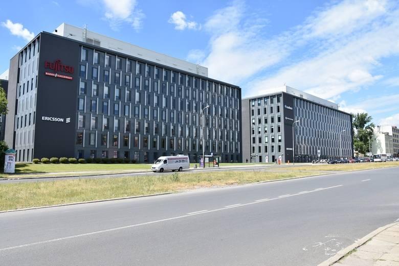 Wśród pracowników firm wynajmujących biura w University Business Park  (zespół biurowców w widełkach ul. Wólczańskiej, Radwańskiej i al. Kościuszki zasiedlonych