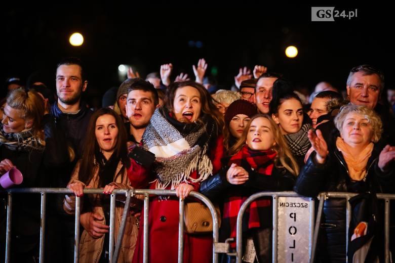 Roztańczony tłum witał Nowy, 2018 Rok na Jasnych Błoniach. Było naprawdę gorąco.Zobacz więcej: Sylwester w Szczecinie: Kolorowe fajerwerki rozbłysły