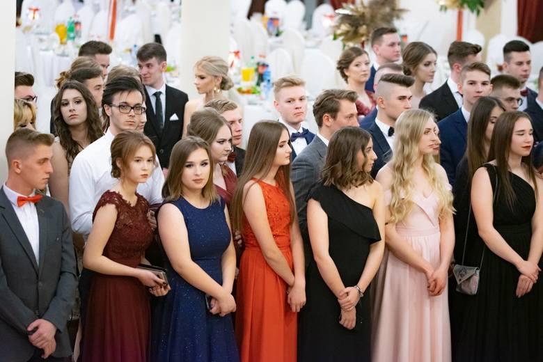 """Studniówka 2020: Maturzyści """"Jagiellończyka"""" mieli swój wielki bal w Dworku Pan Tadeusz (ZDJĘCIA)"""