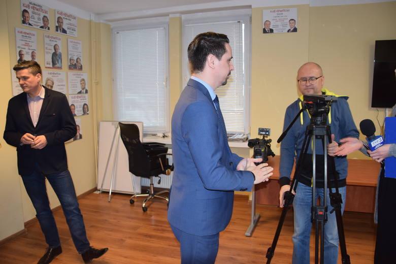Przedstawiciele Koalicji Obywatelskiej na zorganizowanej konferencji prasowej dotyczącej budowy komory hiperbarycznej na terenie Szpitala Uniwersyteckiego - Zielona Góra - 24 lutego br.