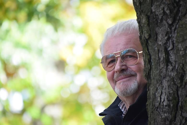 """Kazimierz Królikowski 50 lat temu zaśpiewał:  """"Przygoda, przygoda, każdej chwili szkoda, świat jest piękny, czy to znasz? Otwórz oczy, patrz""""."""