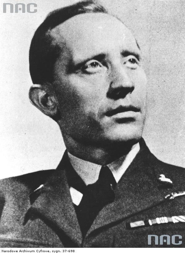Witold Urbanowicz - na zdjęciu w środku - (ur. 30 marca 1908 w Olszance, zm. 17 sierpnia 1996 w Nowym Jorku) – polski dowódca wojskowy, generał brygady,
