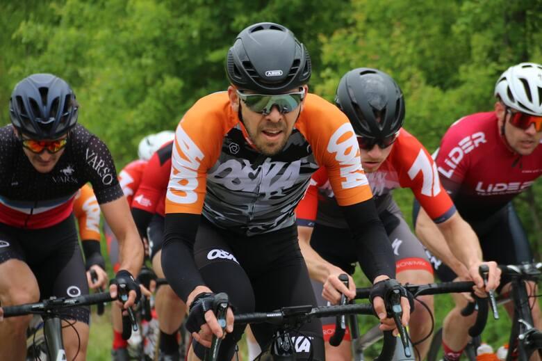 Po drogach trzech gmin: Starachowice, Pawłów i Brody ścigali się kolarze - amatorzy w ramach V Starachowickiej Strzały.  Dopisała pogoda i frekwencja