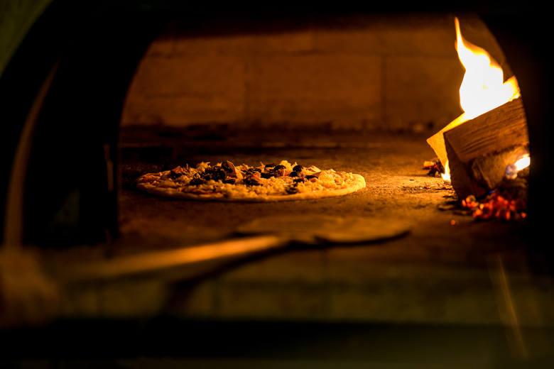 Popularna jest jak zawsze pizza, natomiast wyraźnie częściej niż w dni powszednie wybieramy pierogi.