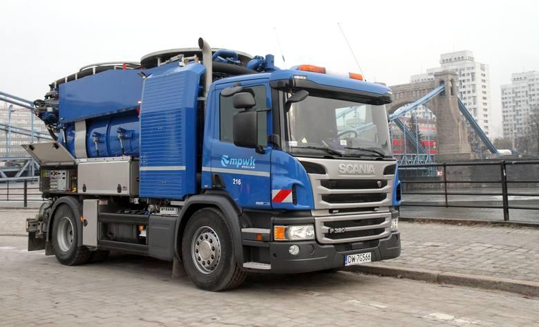 Nowe samochody w MPWiK. Scania i Man kosztowały prawie 2,5 miliona złotych (ZDJĘCIA)