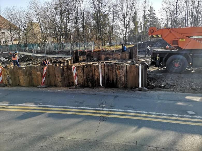 Ruszyła budowa wielkiego wiaduktu na trasie na Nowy Dwór (ZDJĘCIA)