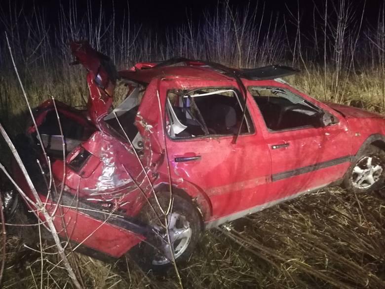 Do wypadku doszło w środę późnym popołudniem w miejscowości Krzywopłoty pod Karlinem. Kierujący autem osobowym wypadł z drogi i dachował. Zdarzenie wyglądało
