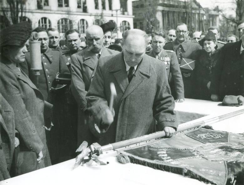 Uroczystość na placu Wolności, 22 kwietnia 1945